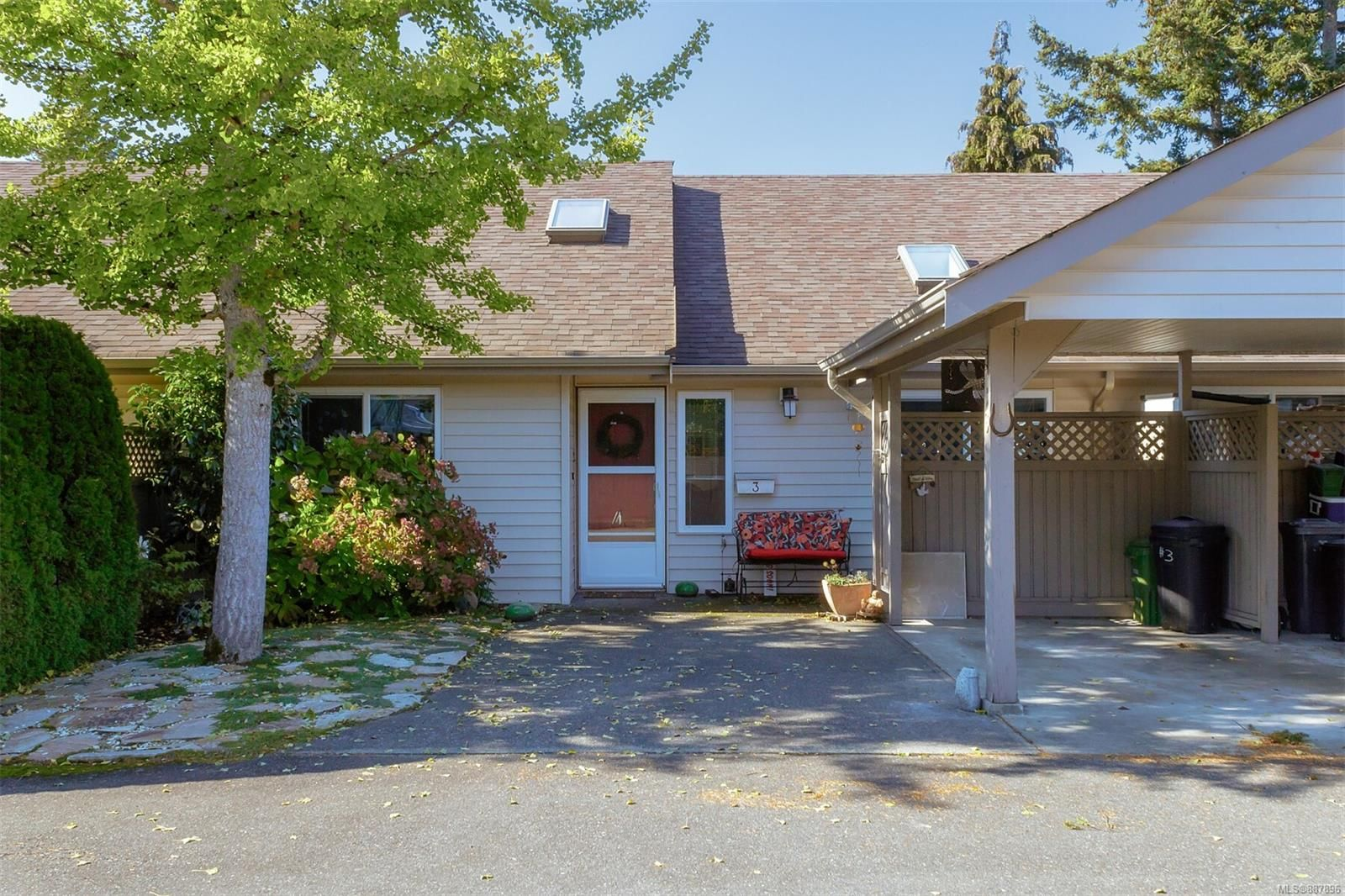 Main Photo: 3 2146 Malaview Ave in Sidney: Si Sidney North-East Row/Townhouse for sale : MLS®# 887896