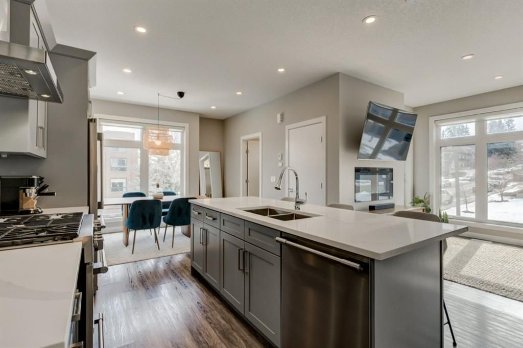 Main Photo: 1702 19 Avenue SW in Calgary: Bankview Row/Townhouse for sale : MLS®# A1078648