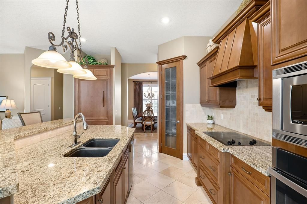 Photo 12: Photos: 15 Lynx Meadows Drive NW: Calgary Detached for sale : MLS®# A1139904