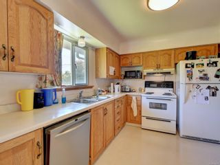 Photo 6: 3205 Carman St in : SE Camosun House for sale (Saanich East)  : MLS®# 878227