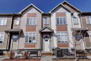 Photo 1: 28 COPPERPOND Rise SE in Calgary: Copperfield Row/Townhouse for sale : MLS®# C4235792