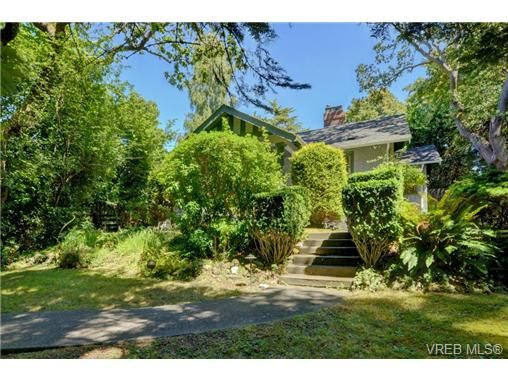 FEATURED LISTING: 577 Transit Rd VICTORIA
