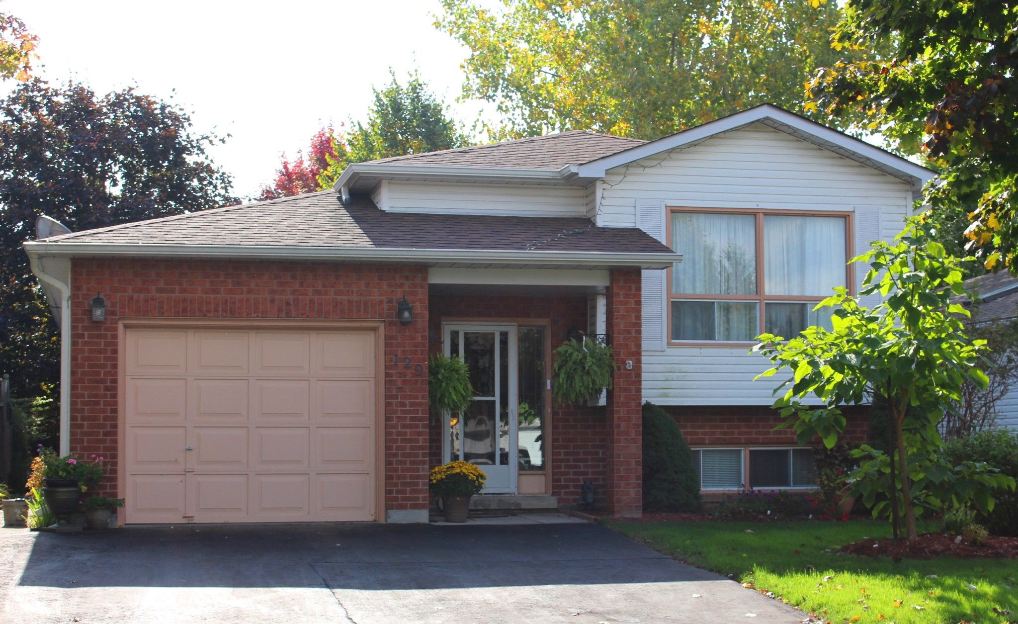 Main Photo: 129 Gillett Court in Cobourg: House for sale : MLS®# 159100