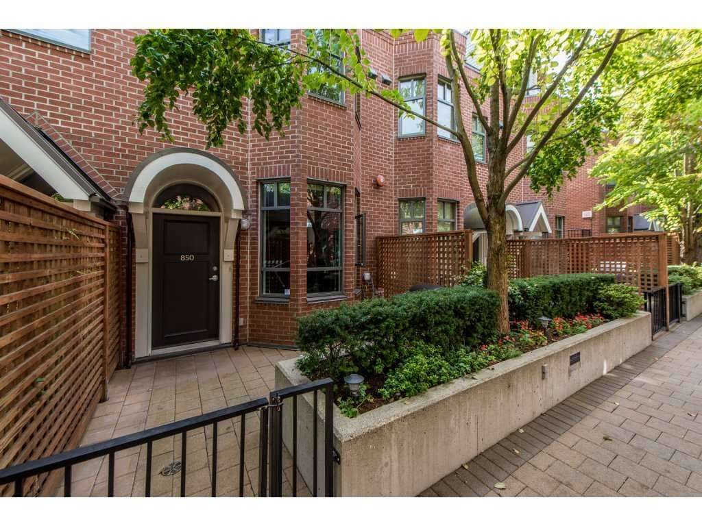 """Main Photo: 850 W 6TH Avenue in Vancouver: Fairview VW Townhouse for sale in """"BOXWOOD GREEN"""" (Vancouver West)  : MLS®# R2142908"""