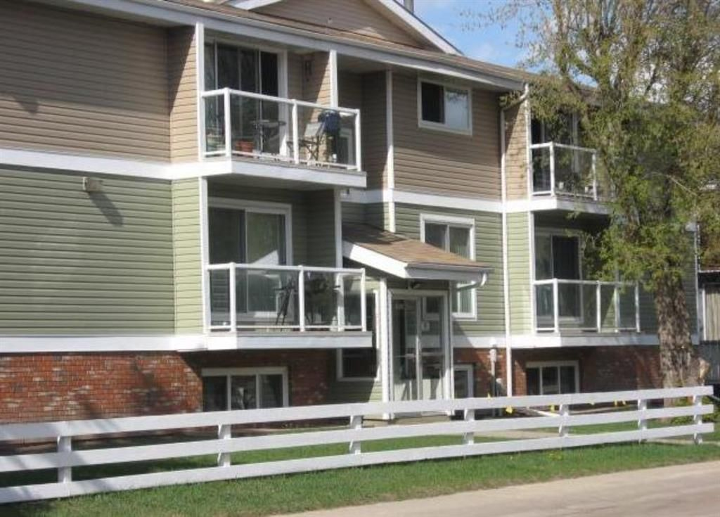 Main Photo: 301 5812 61 Street: Red Deer Apartment for sale : MLS®# A1063837
