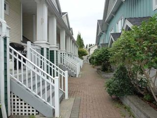 """Photo 2: 30 123 SEVENTH Street in New Westminster: Uptown NW Townhouse for sale in """"Royal City Terraces"""" : MLS®# R2052771"""