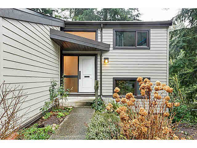 "Main Photo: 1135 HERITAGE Boulevard in North Vancouver: Seymour NV Townhouse for sale in ""HERITAGE IN THE WOODS"" : MLS®# V1102468"