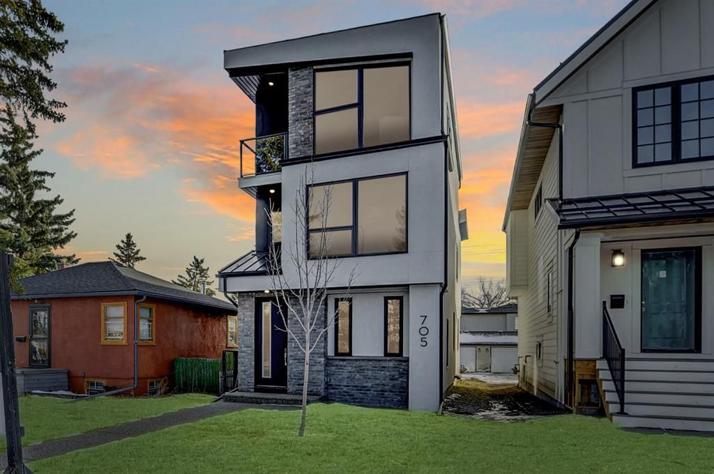 Main Photo: 705 23 Avenue NW in Calgary: Mount Pleasant Detached for sale : MLS®# A1056304