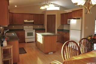 Photo 2: 122 Janet Drive in Battleford: Residential for sale : MLS®# SK870232
