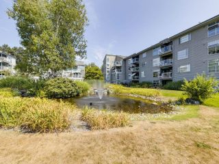 """Photo 3: 104 1990 E KENT AVENUE SOUTH in Vancouver: South Marine Condo for sale in """"Harbour House at Tugboat Landing"""" (Vancouver East)  : MLS®# R2607315"""