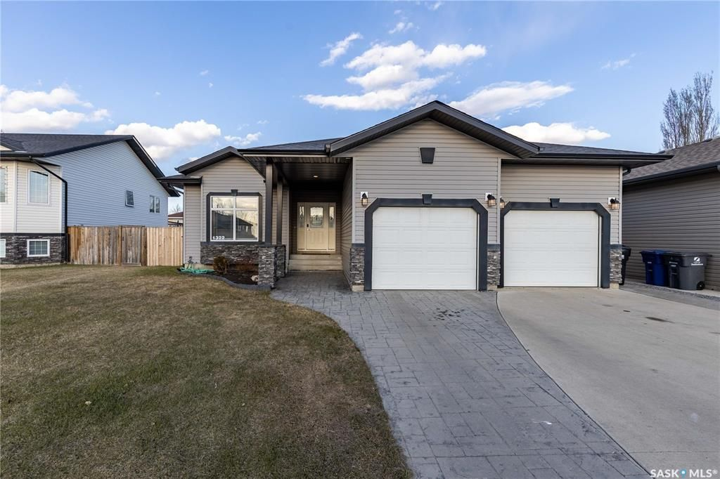 Main Photo: 1322 Hughes Drive in Saskatoon: Dundonald Residential for sale : MLS®# SK851719