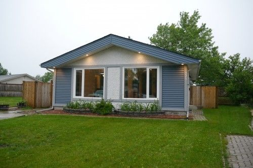 Main Photo: 225 Laurent Drive in Winnipeg: St Norbert Single Family Detached for sale (South Winnipeg)  : MLS®# 1615675