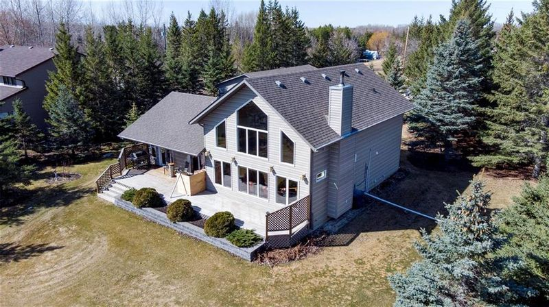 FEATURED LISTING: 33 South Maple Drive Lac Du Bonnet RM