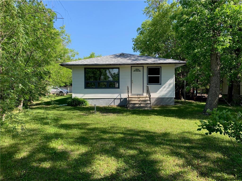 Main Photo: 249 Ash Avenue: Winnipeg Beach Residential for sale (R26)  : MLS®# 202011667