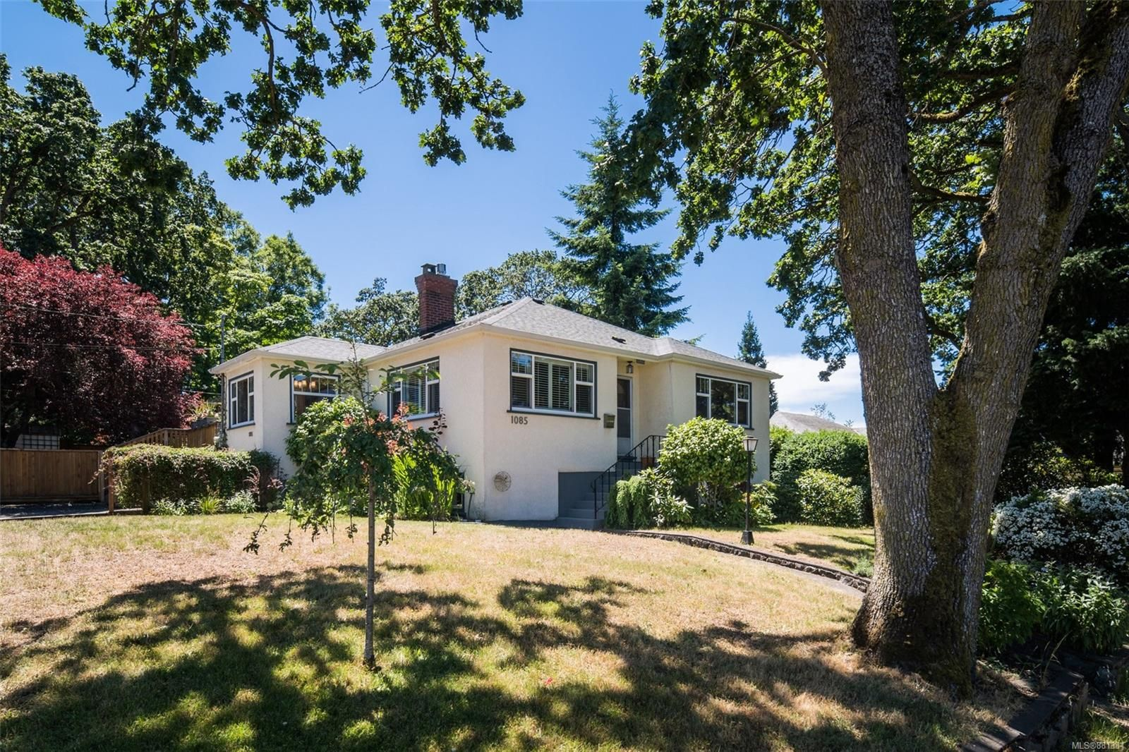 Main Photo: 1085 Finlayson St in : Vi Mayfair House for sale (Victoria)  : MLS®# 881331