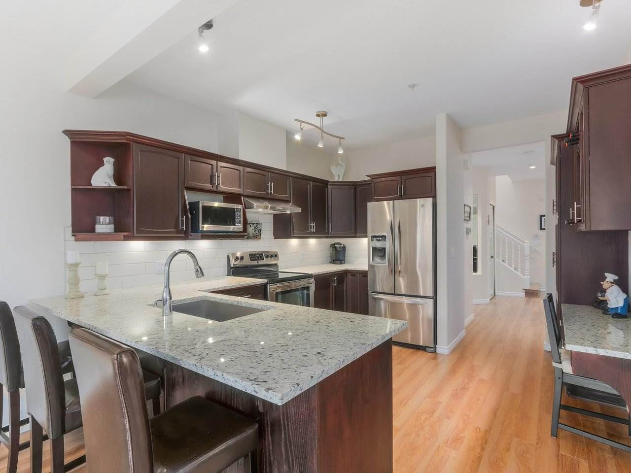 """Photo 4: Photos: 21 998 RIVERSIDE Drive in Port Coquitlam: Riverwood Townhouse for sale in """"PARKSIDE PLACE"""" : MLS®# R2371728"""