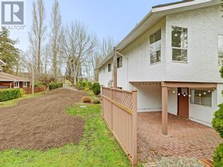 Photo 17: 9252 West Saanich Road in North Saanich: House for sale : MLS®# 375505
