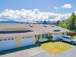 Photo 1: 8 4750 Uplands Dr in : Na Uplands Row/Townhouse for sale (Nanaimo)  : MLS®# 877760