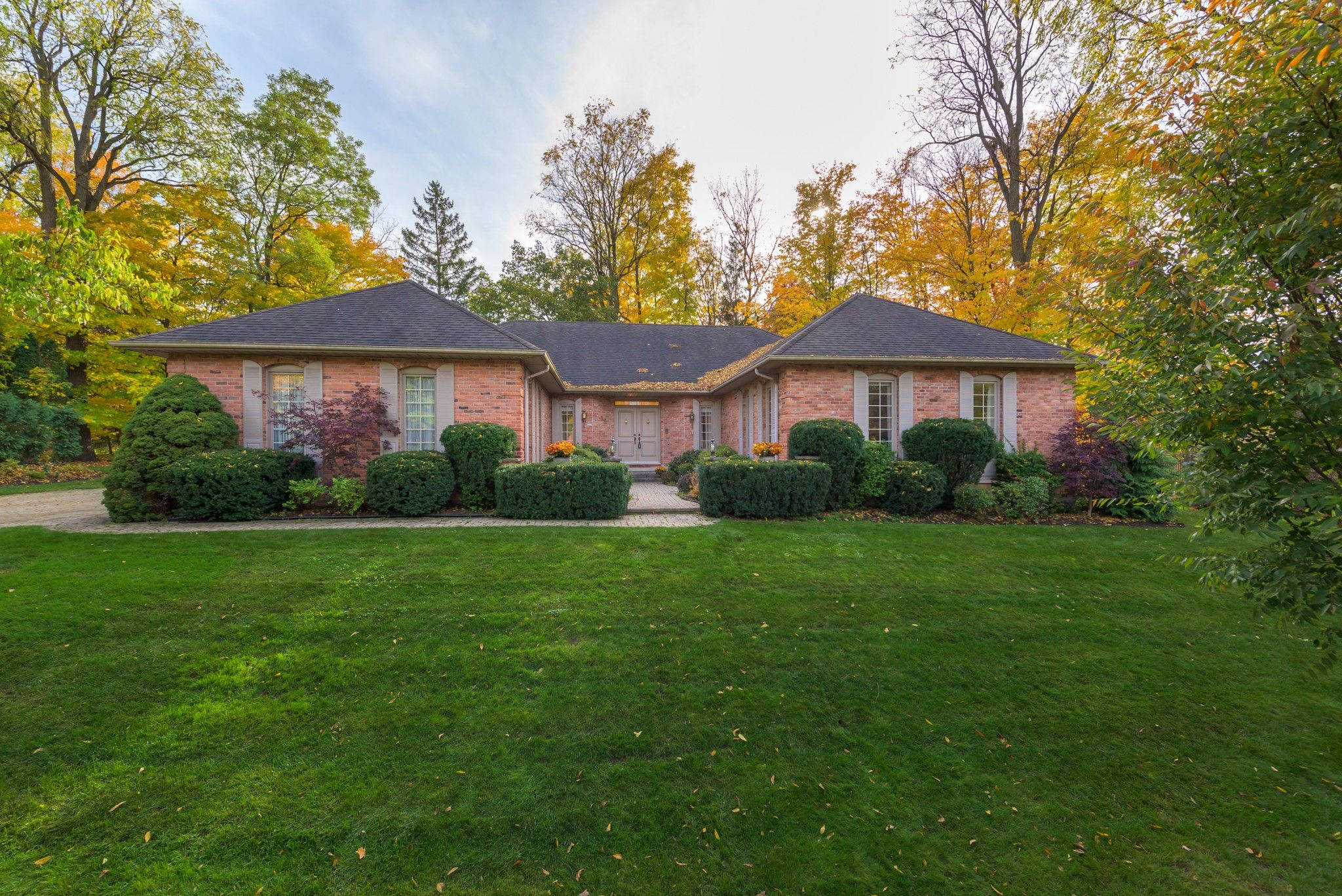 Main Photo: 39 PITCARNIE Crescent in London: Property for sale : MLS®# 40036244