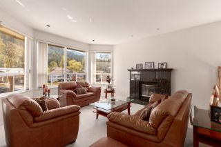"""Photo 2: 41373 DRYDEN Road in Squamish: Brackendale House for sale in """"BRACKENDALE - EAGLE RUN"""" : MLS®# R2571749"""