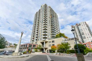 """Photo 2: 1704 1 RENAISSANCE Square in New Westminster: Quay Condo for sale in """"Q"""" : MLS®# R2539218"""