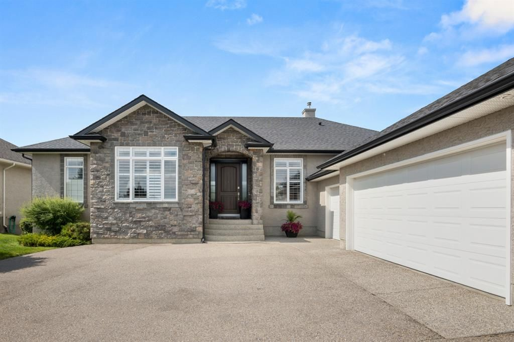 Photo 5: Photos: 15 Lynx Meadows Drive NW: Calgary Detached for sale : MLS®# A1139904