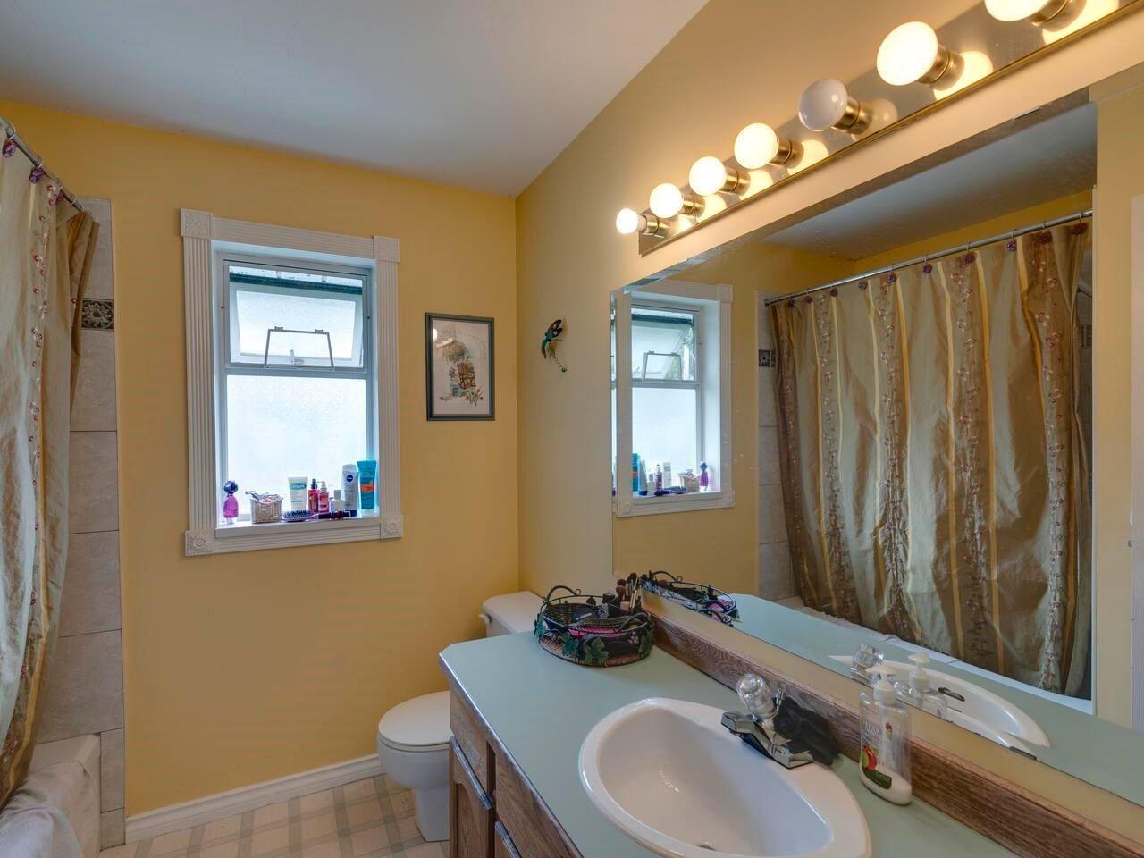 "Photo 15: Photos: 21374 RIVER Road in Maple Ridge: Southwest Maple Ridge House for sale in ""River Road"" : MLS®# R2600142"