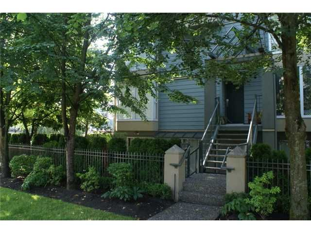 """Main Photo: 918 W 14TH Avenue in Vancouver: Fairview VW Townhouse for sale in """"Fairview Court"""" (Vancouver West)  : MLS®# V964257"""