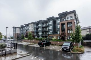Photo 1: 202 20078 FRASER HIGHWAY in Langley: Langley City Condo for sale : MLS®# R2206059