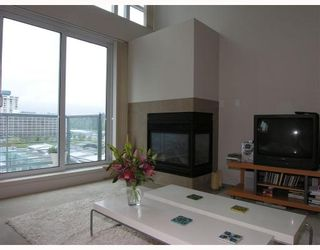 Photo 2: 607 - 499 Broughton Street in Vancouver: Coal Harbour Condo for sale (Vancouver West)  : MLS®# V671870