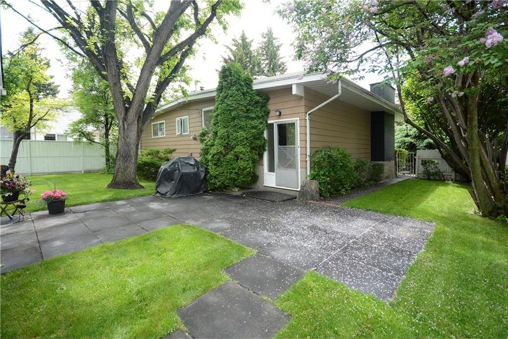 Photo 26: Photos: 3148 BREEN Crescent NW in Calgary: Brentwood House for sale : MLS®# C4121729