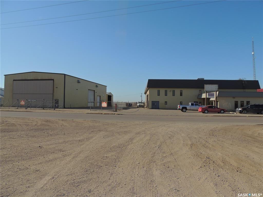 Main Photo: 126 130 Perkins Street in Estevan: Eastend Commercial for lease : MLS®# SK872165