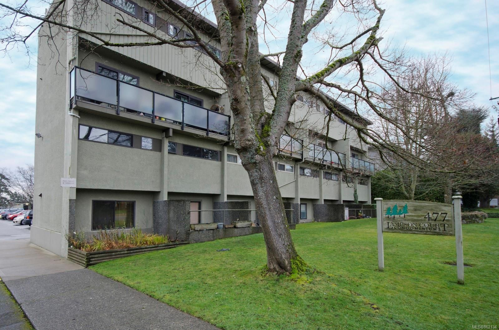 Main Photo: 2 477 Lampson St in : Es Old Esquimalt Condo for sale (Esquimalt)  : MLS®# 862134