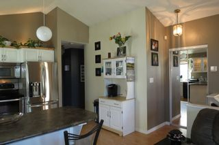 Photo 8: 28 Rothshire Drive in Winnipeg: Transcona Residential for sale ()