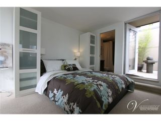 Photo 5: # PH2 1288 CHESTERFIELD AV in North Vancouver: Central Lonsdale Condo for sale : MLS®# V990809