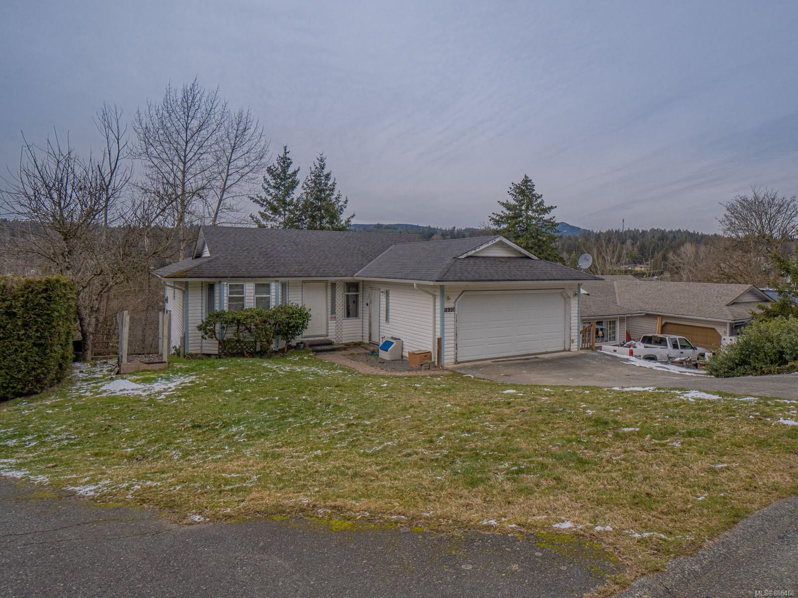 Main Photo: 1935 Kelsie Rd in : Na Chase River House for sale (Nanaimo)  : MLS®# 866466