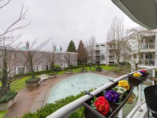 "Photo 10: 212 8450 JELLICOE Street in Vancouver: Fraserview VE Condo for sale in ""Boardwalk"" (Vancouver East)  : MLS®# R2037508"
