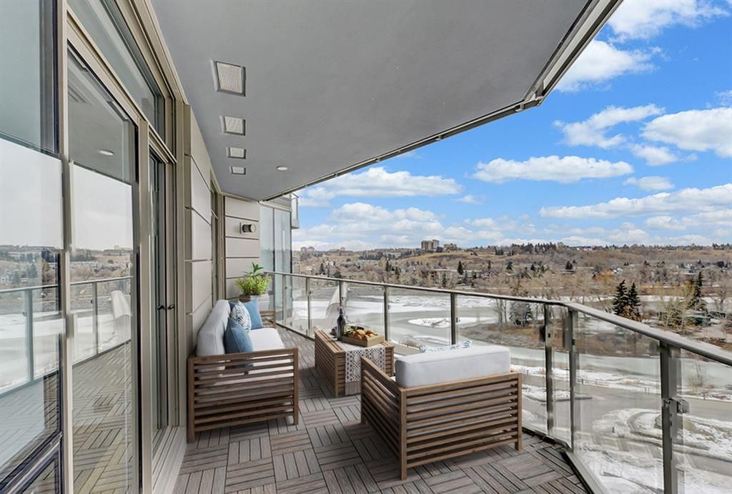 Main Photo: 906 738 1 Avenue SW in Calgary: Eau Claire Apartment for sale : MLS®# A1073632