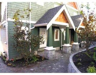 Photo 1: 221 E 17TH ST in North Vancouver: Central Lonsdale Townhouse for sale : MLS®# V597564
