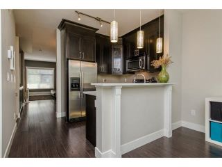 """Photo 2: 11 2950 LEFEUVRE Road in Abbotsford: Aberdeen Townhouse for sale in """"cedar landing"""" : MLS®# R2327293"""