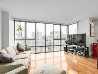 """Photo 6: 2202 930 CAMBIE Street in Vancouver: Yaletown Condo for sale in """"PACIFIC PLACE LANDMARK 2"""" (Vancouver West)  : MLS®# R2161898"""