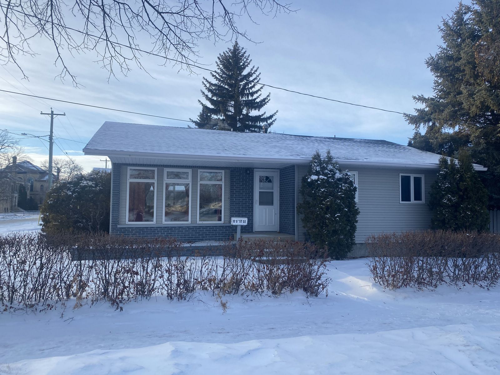 Main Photo: 17 5th Street SE in Portage la Prairie: House for sale : MLS®# 202101080