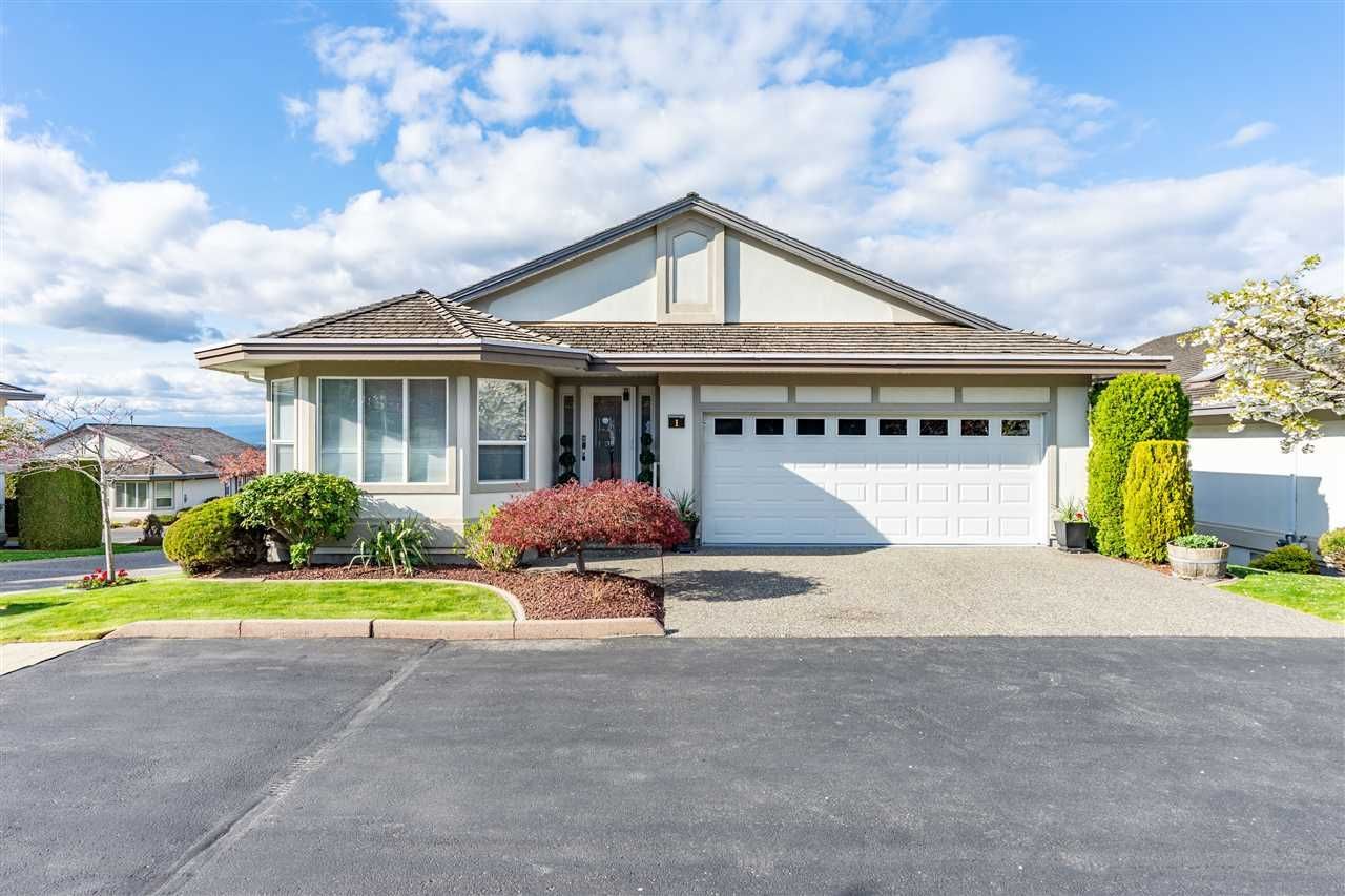 """Main Photo: 1 31445 RIDGEVIEW Drive in Abbotsford: Abbotsford West Townhouse for sale in """"Panorama Ridge"""" : MLS®# R2357941"""