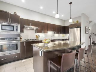 """Photo 6: 8 3750 EDGEMONT Boulevard in North Vancouver: Edgemont Townhouse for sale in """"THE MANOR AT EDGEMONT"""" : MLS®# R2141171"""