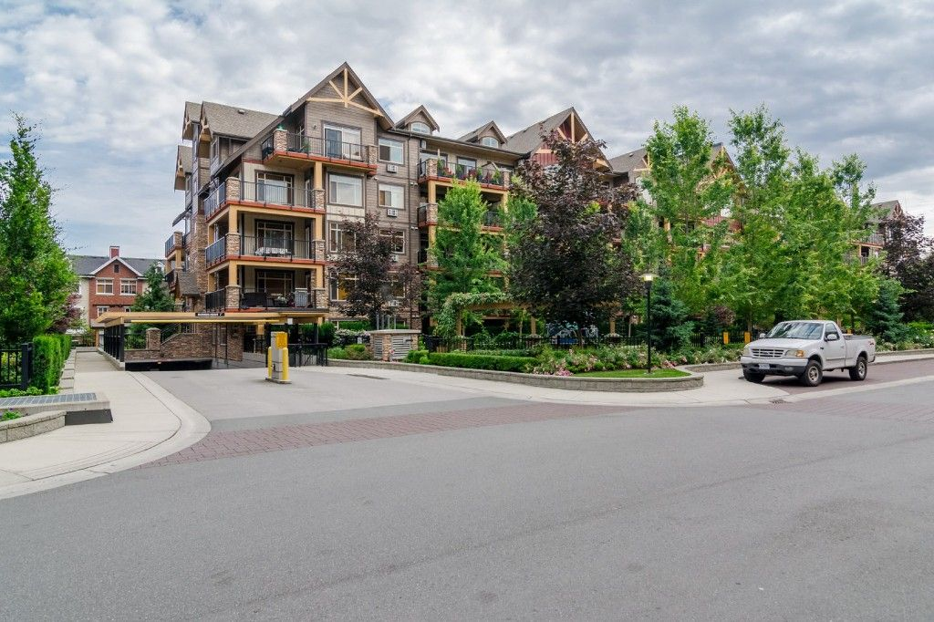 """Photo 2: Photos: 155 8328 207A Street in Langley: Willoughby Heights Condo for sale in """"YORKSON CREEK"""" : MLS®# R2201226"""