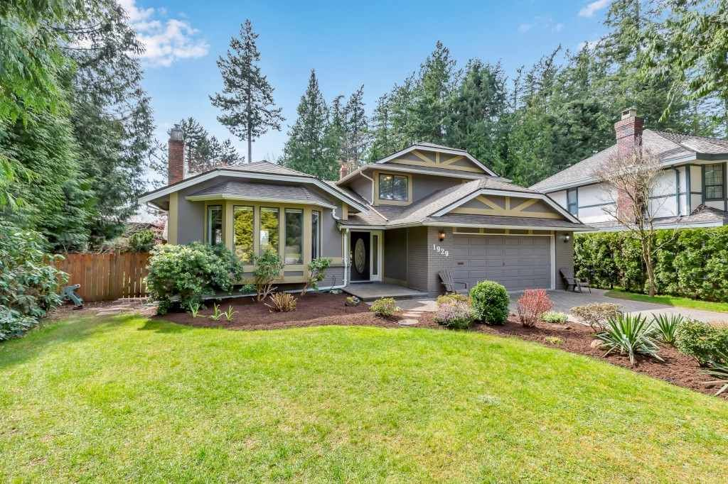 "Main Photo: 1929 AMBLE GREENE Drive in Surrey: Crescent Bch Ocean Pk. House for sale in ""Amble Greene"" (South Surrey White Rock)  : MLS®# R2561647"