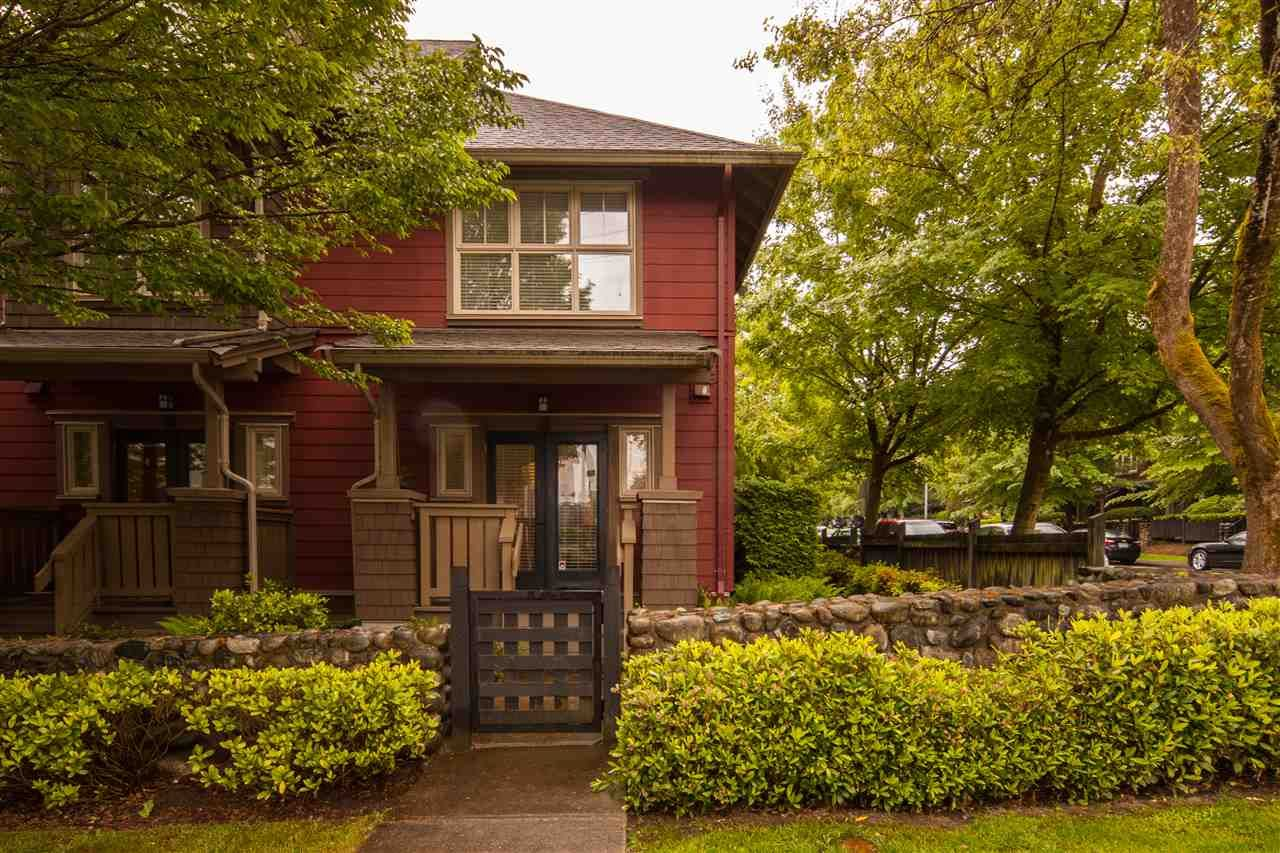 """Main Photo: 116 675 PARK Crescent in New Westminster: GlenBrooke North Townhouse for sale in """"THE WINCHESTER"""" : MLS®# R2396320"""