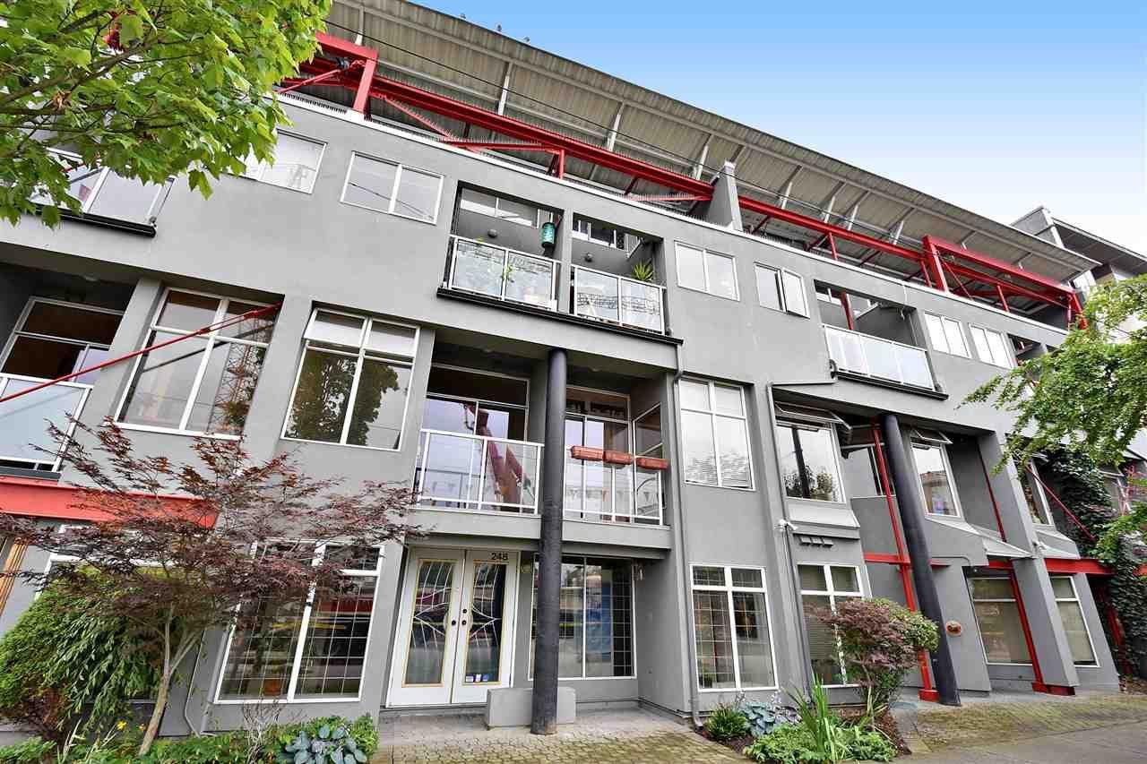 """Main Photo: U3 238 E 10TH Avenue in Vancouver: Mount Pleasant VE Condo for sale in """"STUDIO 10"""" (Vancouver East)  : MLS®# R2090056"""