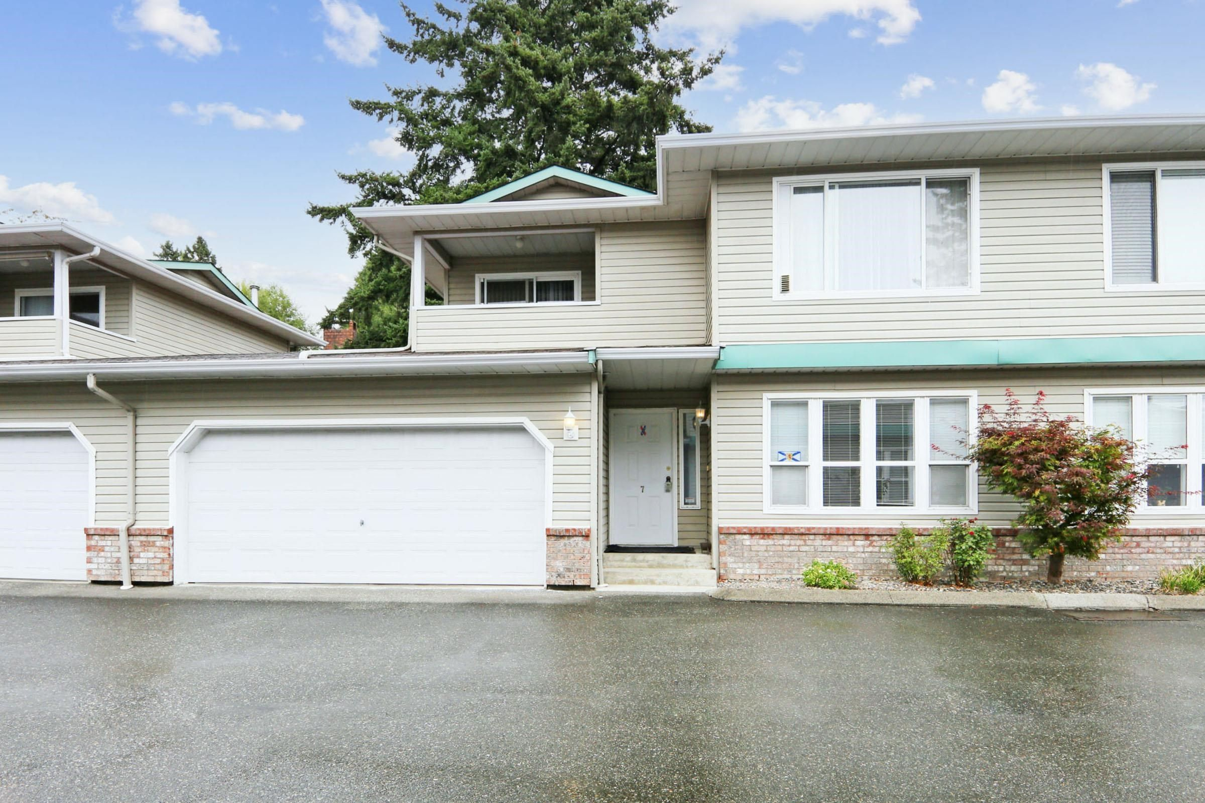 """Main Photo: 7 46209 CESSNA Drive in Chilliwack: Chilliwack E Young-Yale Townhouse for sale in """"Maple Lane"""" : MLS®# R2617765"""