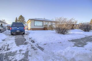 Photo 2: 49 Montrose Crescent NE in Calgary: Winston Heights/Mountview Detached for sale : MLS®# A1058784